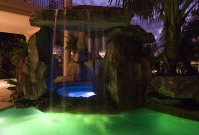 cascade de apa piscine fantani arteziene