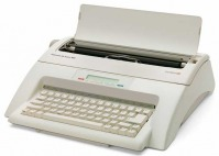 Masina de scris electrica cu afisaj electronic